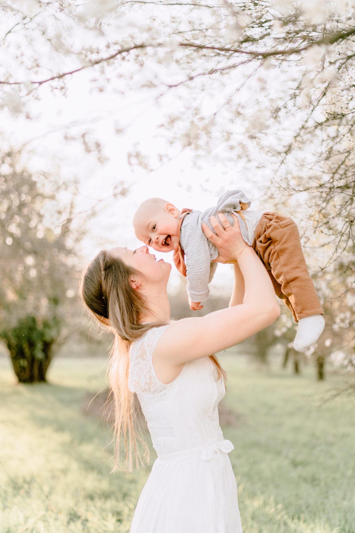 babyfotos-familienfotos-babybilder-fotoshooting-kippenheim-ettenheim-rust-offenburg-freiburg-emmendingen-natur-froehlich-65